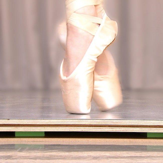 Tarima flotante para danza